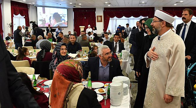 Diyanet Işleri Başkanı Erbaş, şehit Yakınları Ve Gazilerle Iftar Sofrasında Buluştu
