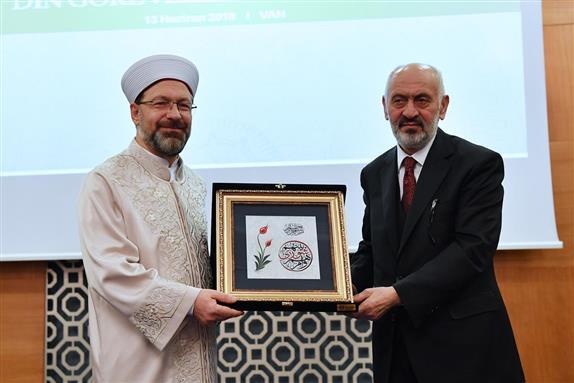 Diyanet işleri başkanı Ali Erbaş'ın van programı dolu dolu geçti...