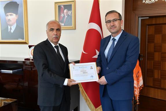 Dr. Mustafa Acar başarı belgesi aldı