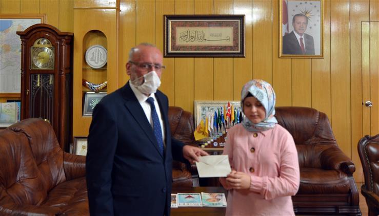 Konya'da 11 Yaşında Hafızlığını Tamamlayan Görme Engelli Ravzanur'ndan Poçanoğlu'na Ziyaret