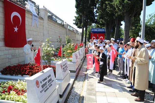 İstanbul'da 15 Temmuz şehitleri Için Hatim Ve Dua