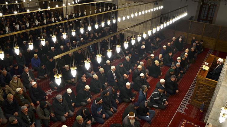Konya'da 18 Mart Sabahı, Sultan Selim Camii'nde şehitlerimize Dua Edildi