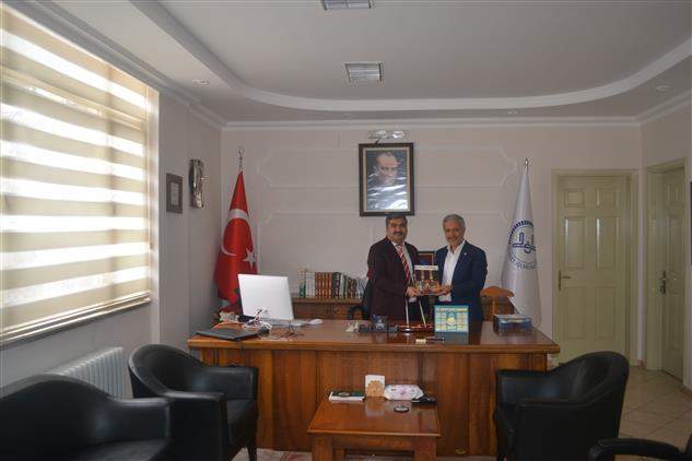 Manisa'da 24. Dönem Milletvekili Dr. Muzaffer Yurttaş' Dan Il Müftülüğüne Ziyaret