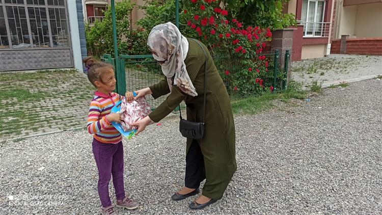 Bartın'da 4-6 Yaş Kur'an Kursu öğreticilerinden Minik öğrencilere Bayram Ziyareti.