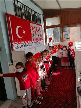 Afyonkarahisar'da 4-6 Yaş Kur'an Kursu öğrencilerinden çanakkale şehitlerimiz Anısına Anlamlı Program