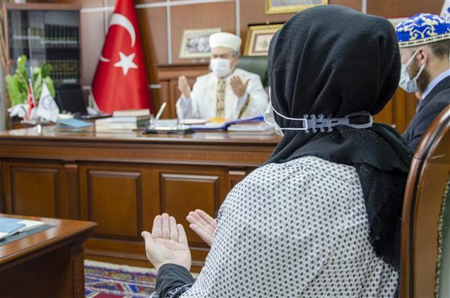 Nevşehir'de Abd'li Anne Ve Oğul Dinledikleri Ezandan Etkilenerek Müslüman Oldu...