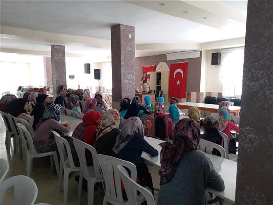 """Mersin'de Adrb, Hz Hamza Camii Konferans Salonunda """" Kur'an Ve çocuk"""" Konulu Konferans Gerçekleştirdi"""