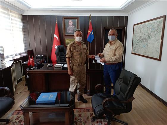 Adıyaman Il Jandarma Komutanı Albay Ercan Atasoy Ve Adıyaman Il Ticaret Odası Başkanı Mustafa Uslu Kurban Vekaletlerini Tdv'ye Verdiler.