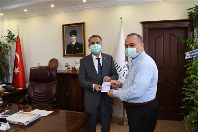 Adıyaman Valisi Mahmut çuhadar Kurban Vekaletini Türkiye Diyanet Vakfı'na Verdi