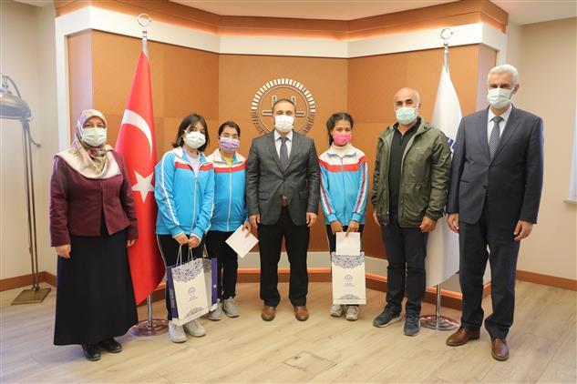 Kayseri'de 'ahilik Ve Helal Bilinci' Konulu Resim Yarışması ödül Töreni Düzenlendi
