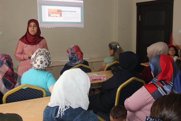 """Mersin'de Akdeniz Aile Destek Merkezi 2'de """"internet Ve Sosyal Medyayı Bilinçli Kullanmanın Aileye Etkisi"""" Konulu Seminer"""