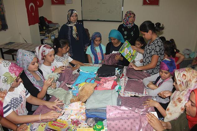 Mersin'de Akdeniz Dernek Camii Kur'an Kursunda Yardımlaşma Paylaşma Etkinliği