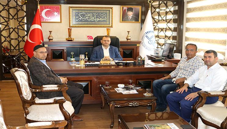 Mersin'de Akdeniz Kent Konseyi Başkanı Il Müftümüzü Ziyaret Etti