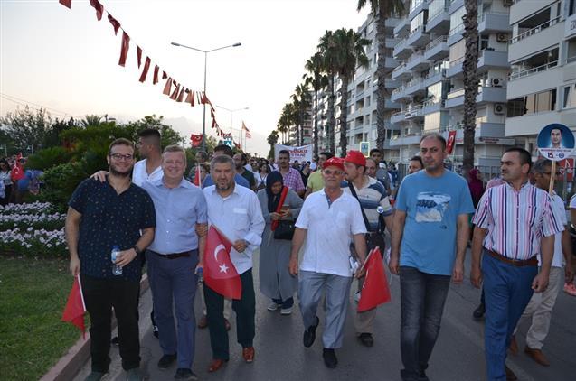 Antalya'da, 15 Temmuz Demokrasi Ve Milli Birlik Gününde Onbinler Meydanlara Akın Etti