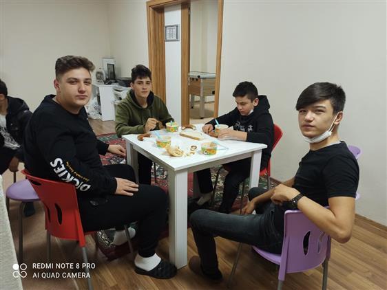 Duzce'de Aslanzade Camiigençlik Merkezi Sabah Namazında Gençlerle Buluştu.