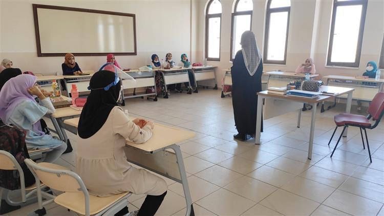 """Batman Il Müftülüğü Aile Ve Dini Rehberlik Bürosu Vaizleri Tarafından Fatma Zehra Imam Hatip Proje Ortaokulu Hafızlık Sınıflarında """"kur'an Hafızı Olmanın önemi"""" Konulu Seminer Verildi."""