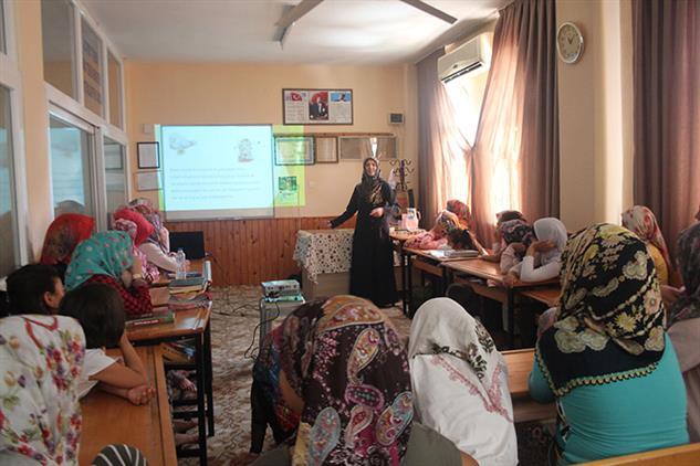 Mersin'de Bilal-i Habeş Camii Kur'an Kursunda Yaz Kur'an Kursları Semineri Gerçekleştirildi
