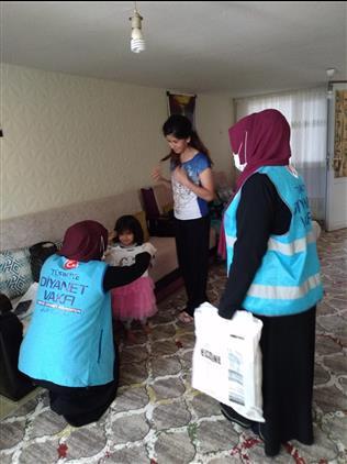 Bilecik'de Bilecik Müftülüğünden Ihtiyaç Sahibi Ailelere Bayramlık Yardım