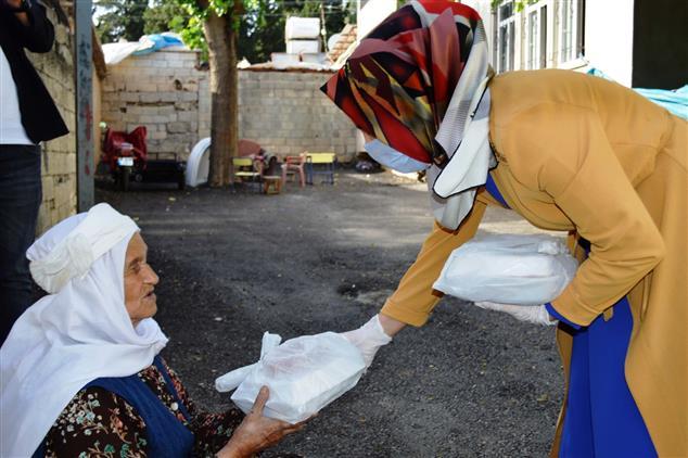 """Adiyaman'da """"bir Iftar Da Benden Olsun"""" Projesi Kadir Gecesinde 500 Aileye Ulaştı."""