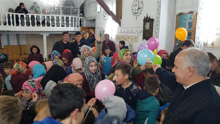 Kütahya'da Biz Bir Aileyiz, Ailece Camideyiz