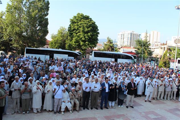 Bilecik'de Bilecik'te Hacı Adayları Dualarla Uğurlandı
