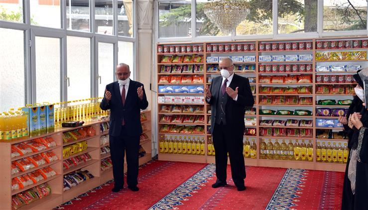 Konya'da Camilerdeki Ayakkabılıklar Hayır Kapısına Dönüştürüldü