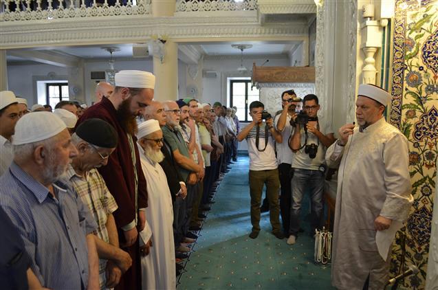 Denizlililer şehit Mursi Için Gıyabi Cenaze Namazında Saf Tuttu
