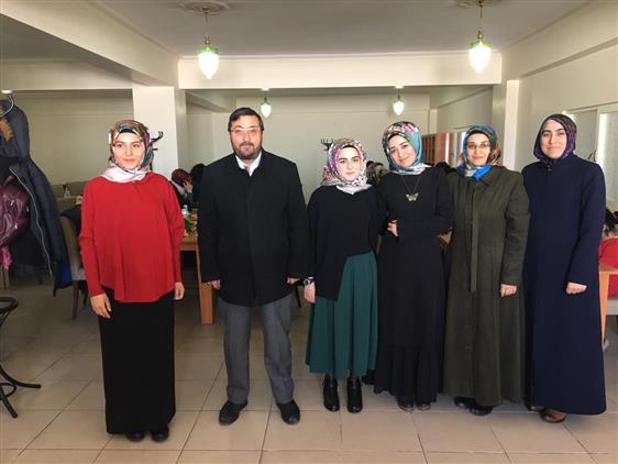 Kars'ta Dereceye Giren Bayan öğrencilere ödülleri Verildi