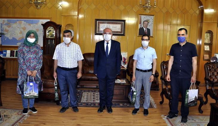 Konya'da Diyanet Işleri Başkanlığı'ndan Engelli Personeline Hediye Takdimi