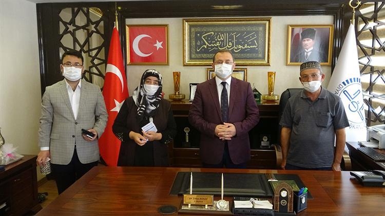 Mersin'de şehit Asım Türkel'in Ailesi Türkiye Diyanet Vakfına Bağışta Bulundu