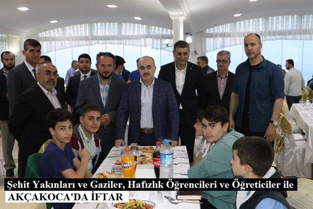 Duzce'de şehit Yakınları Ve Gaziler, Hafızlık öğrencileri Ve öğreticiler Ile Akçakoca'da Iftar
