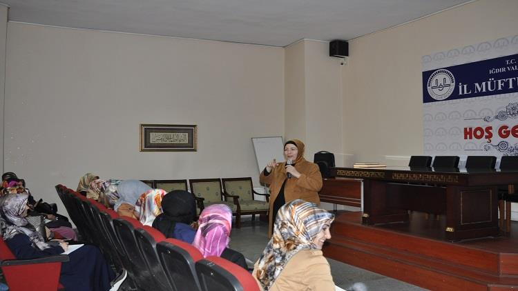 Igdir'da Eğitim Uzmanı Fatma Kotan'dan Kur'an Kursu öğreticilerimize Seminer