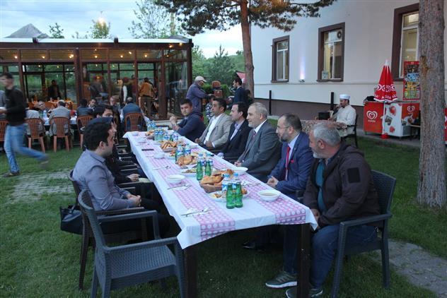 Erzincan'ın Tercan Ilçesinde Devlet Ricâli Ve Halk, Iyilik Sofrasında Buluştu