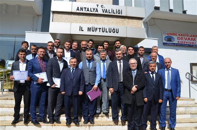 Antalya'da Ezanı Güzel Okuma Kursu 19. Dönem Kursiyerleri Belgelerini Aldılar