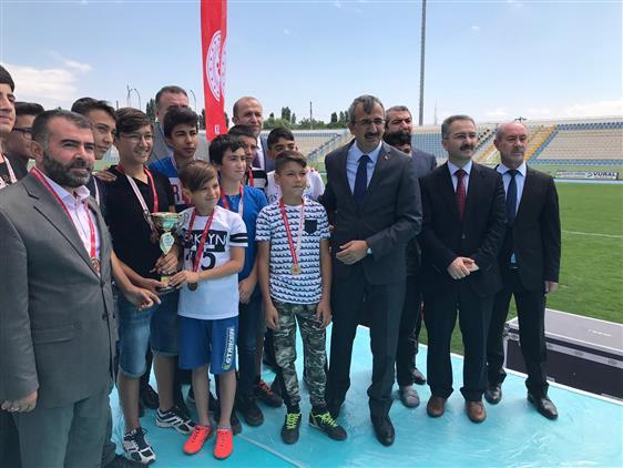 """Kirikkale'de """"gençlik Hem Camide Hem De Sporda Projesi Kapsamında Düzenlenen Futbol Turnuvası Sona Erdi."""