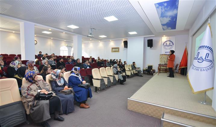 """Konya'da Gençlik Koordinatörlerine Yönelik """"tek Ebeveynli Ve Terk Edilmiş öğrencilere Psiko-sosyal Destek Programı"""" Semineri Yapıldı"""