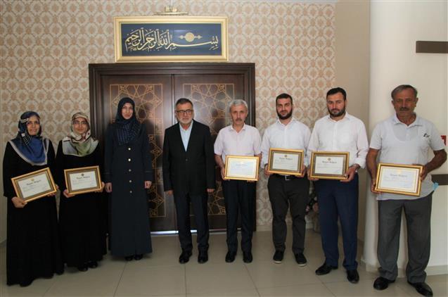 Bursa'da Hafız Olan Din Görevlileri Başarı Belgesiyle ödüllendirildi