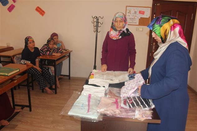 Mersin'de Hz. Ebubekir Camii Kur'an Kursunda Yardımlaşma Paylaşma Etkinliği Gerçekleştirildi