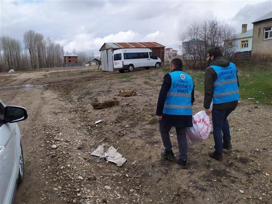Erzurum'da Karaçoban Müftülüğü Personeli Ve Din Görevlileri Ihtiyaç Sahiplerinin Yanında