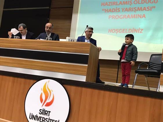 """Siirt'te Küçükler Arası """"ezbere Hadis Okuma"""" Yarışması"""