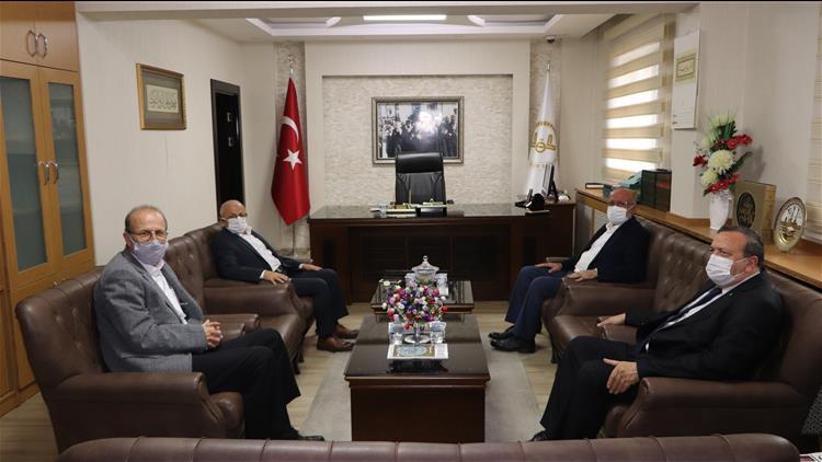 Sivas'ta Konya Il Müftüsü Poçanoğlu, Müftü Akkuş'u Makamında Ziyaret Etti