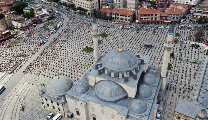 Konya'da şükür Kurbanları Kesildi, Camiler Cuma Namazıyla Ibadete Açıldı.