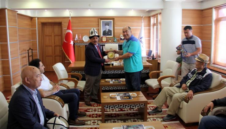 Bolu'da Kırgızistan Oş Devlet üniversitesi Rektörü Prof. Dr. Kanıbek Isakov Il Müftülüğümüzü Ziyaret Etti.
