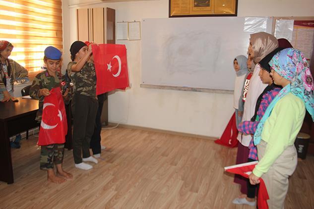 Mersin'de Kur'an Kursu öğrencilerinden 15 Temmuz Piyesi