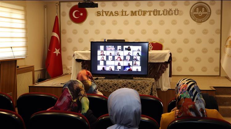 Sivas'ta Kur'an Kursu öğreticilerine Yönelik Video Konferans Yoluyla Eğitim Semineri