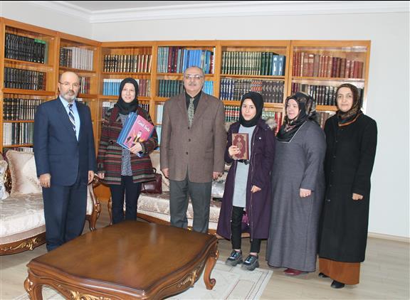 Kur'an Okuma Yarışmasında Dereceye Giren Görme Engelli Esra Kansoy Osmaniye Il Müftülüğünde