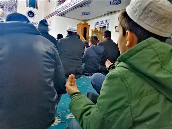"""Nevşehir'de """"kıyamet Gününde Arşın Gölgesinde Kalacak Olan Sizsiniz"""" Sabah Namazı Cami-gençlik Buluşması Altınoluk Camii'nde Yapıldı"""