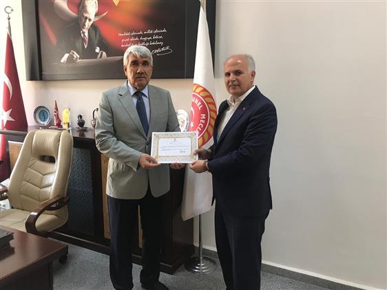 Kütahya'da Il Genel Meclis Başkanı Musa Yılmaz Türkiye Diyanet Vakfına Kurban Bağışında Bulundu
