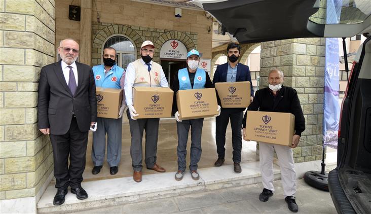 Il Müftülüğü Ve Tdv Konya şubesinden Sağlık çalışanlarına Ve Hastalara Kandil Ikramı