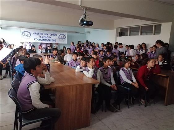 Kırsehir'de Il Müftülüğümüz Gençlik Koordinatörlüğünce Yeşilyurt Mustafa Bozkurt Ortaokulunda Program Düzenlendi.